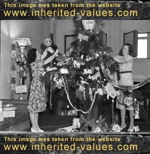 Vintage Christmast Tree Decorating